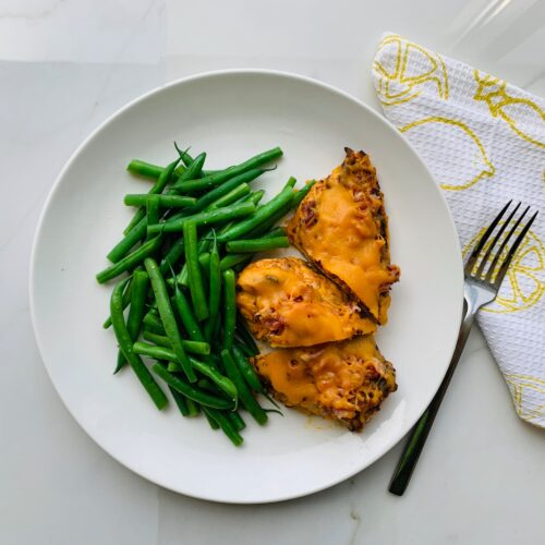 Bacon and cheddar chicken with French green beans