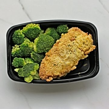 Chicken cordon bleu served with broccoli