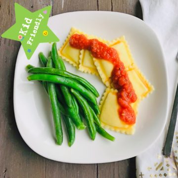 Kid's Menu: cheese ravioli with green bean