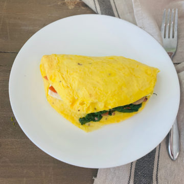 Breakfast: Spinach and Bacon Omelet