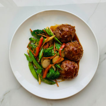 Vegan/Vegetarian: Teriyaki Beyond meatballs with Asian vegetables